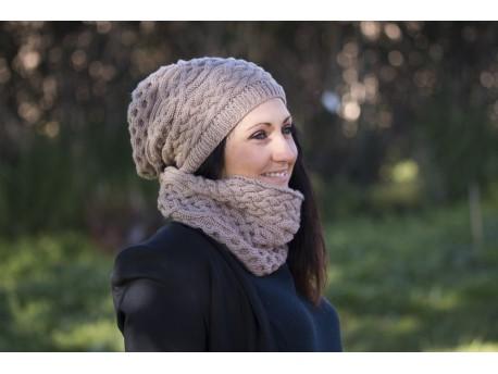 Ensemble femme Aran tricoté au point de torsades