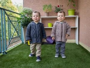 Veste à capuche- Double-je -Collection tricotée pour jumeaux