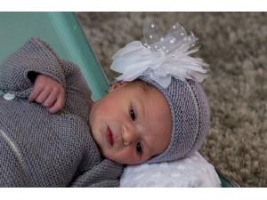 Bonnet -Petite-fille- tricoté-main-Délicatese