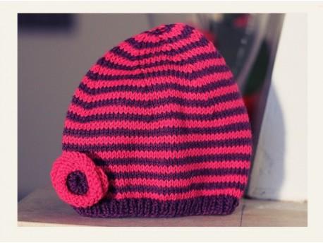 """Bonnet pour petite fille tricoté en jersey """"Coeur de Fuchsias"""""""