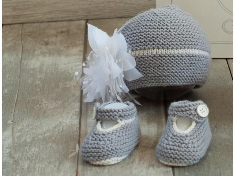 c81d2f07a45d ... coffret cadeau naissance- bapteême- mariage-cérémonie. coffret de naissance  Bonnet chaussons Délicatesse ...