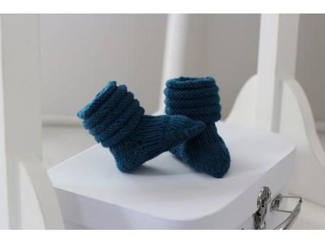 Chaussons-de-naissance-en-laine-mérinos-indigo